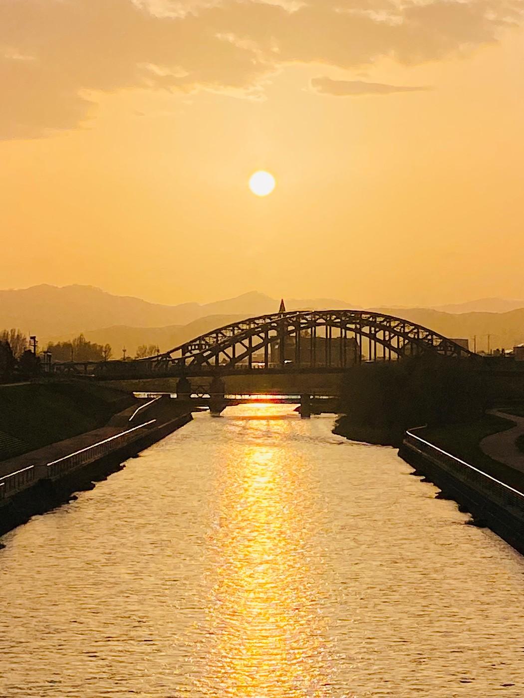 (2021年5月12日〜)「旭橋と夕日」