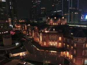 『屋上庭園「KITTE ガーデン」からの東京駅』