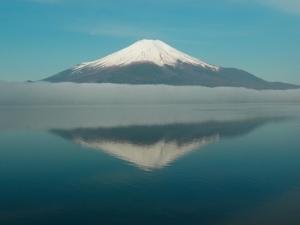「湖面に映る逆さ富士」
